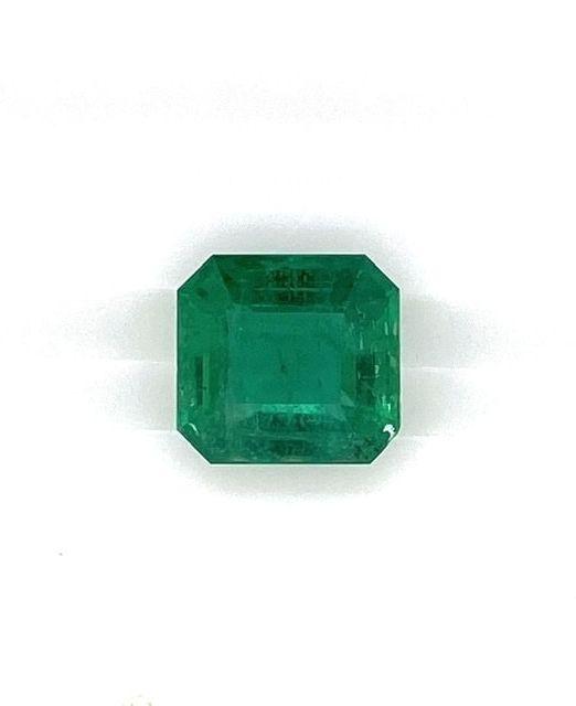 emerald-cut-gem-6-carat