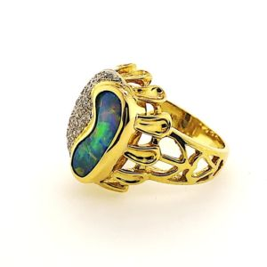 Boulder-opal-yellow-gold-ring-multicolour-petals