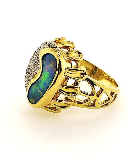 Boulder-opal-yellow-gold-ring-multicolour-petals