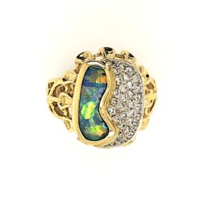 Boulder-opal-yellow-gold-ring-multicolour