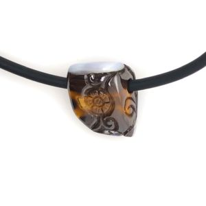 Stone-and-cord-boulderopal-carving-orfientalstyle