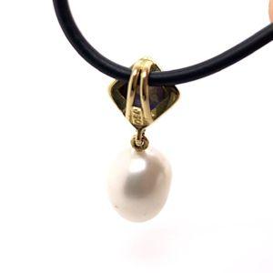 Black-opal-keshi-pearl-reverse