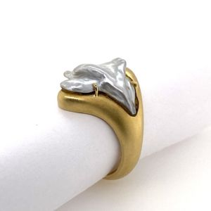 Keshi-pearl-Matt-finish-yellow-gold-ring