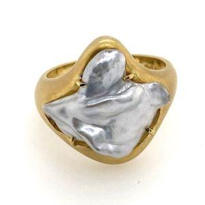 Keshi-pearl-Matt-yellow-gold-ring